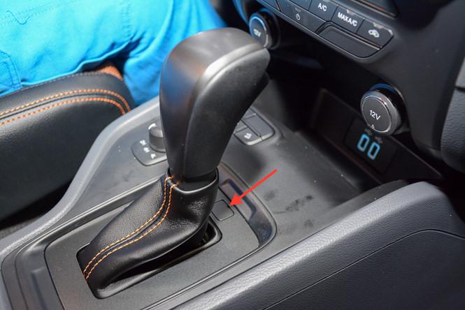 Có nên sử dụng nước hoa trên xe ô tô