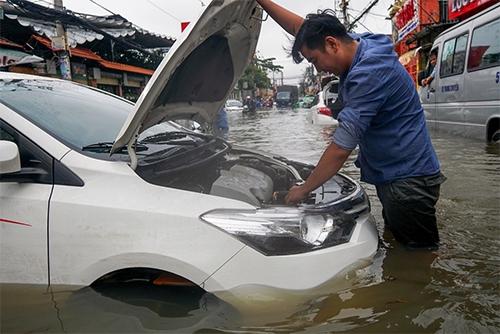 lưu ý khi sử dụng ô tô mùa mưa