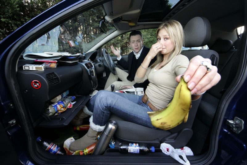 Sử dụng nước hoa trên ô tô