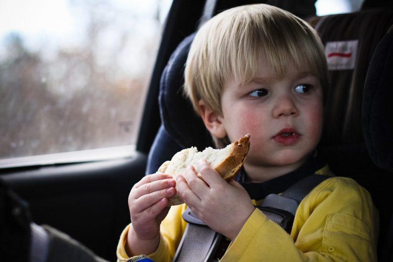 MẸO HAY giúp trẻ không say xe trên mọi hành trình